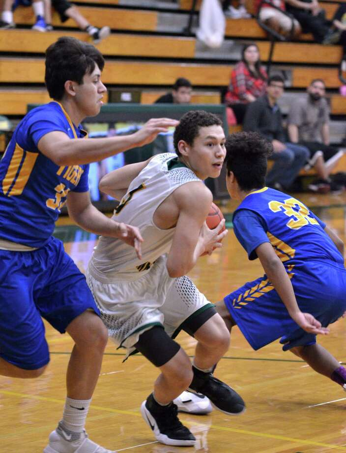 A.J. Melendez led Nixon with 27 points Friday as the Mustangs opened their season with an 86-64 victory at San Antonio Madison. Photo: Cuate Santos /Laredo Morning Times File / Laredo Morning Times