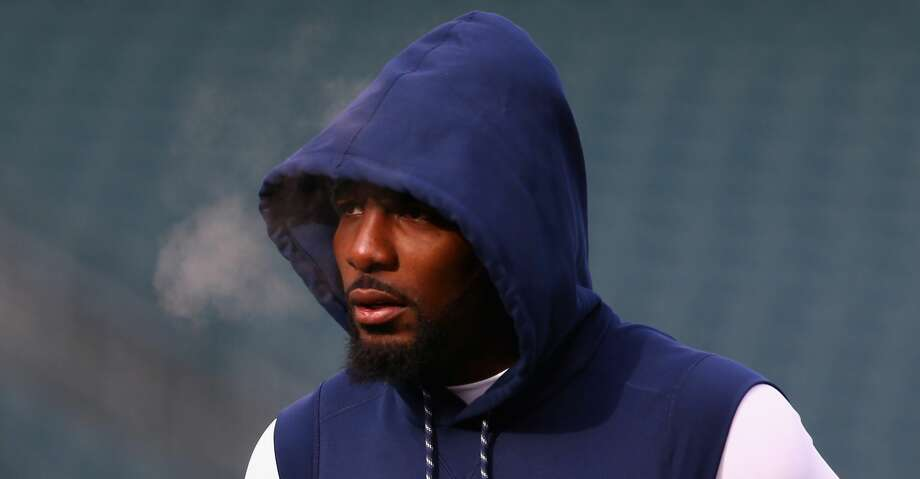 PHILADELPHIA, PA - DECEMBER 31:  Wide receiver Dez Bryant #88 of the Dallas Cowboys looks on during warmups before playing against the Philadelphia Eagles at Lincoln Financial Field on December 31, 2017 in Philadelphia, Pennsylvania.  (Photo by Mitchell Leff/Getty Images) Photo: Mitchell Leff/Getty Images