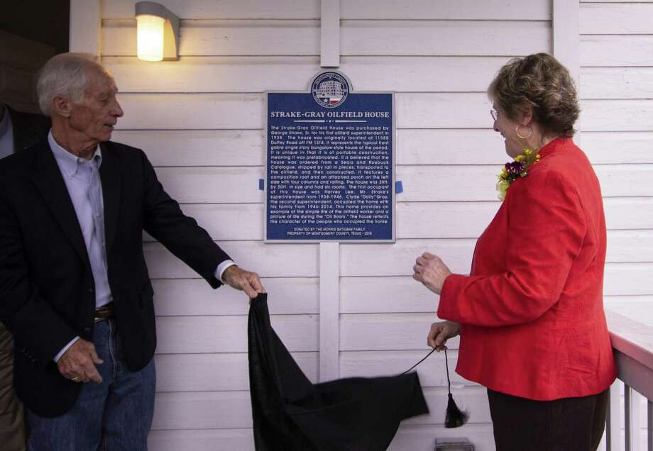 Butch Bateman and Sarah Bess Gray Crow unveil a historical marker for the Strake-Gray Oilfield House during a dedication for the building Saturday, Nov. 10, 2018 in Conroe. Photo: Cody Bahn, Houston Chronicle / Staff Photographer / © 2018 Houston Chronicle