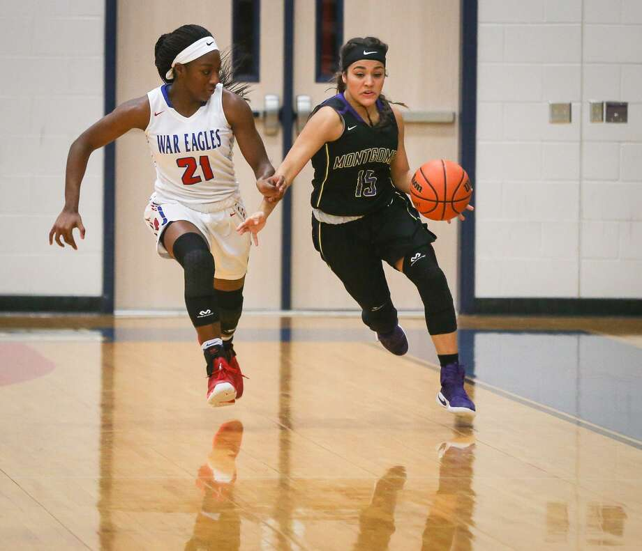 In this file photo, Montgomery's Trinity Oliver (15) drives downcourt as Oak Ridge's Alecia Whyte (21) defends. Photo: Michael Minasi, Staff Photographer / Houston Chronicle / © 2017 Houston Chronicle