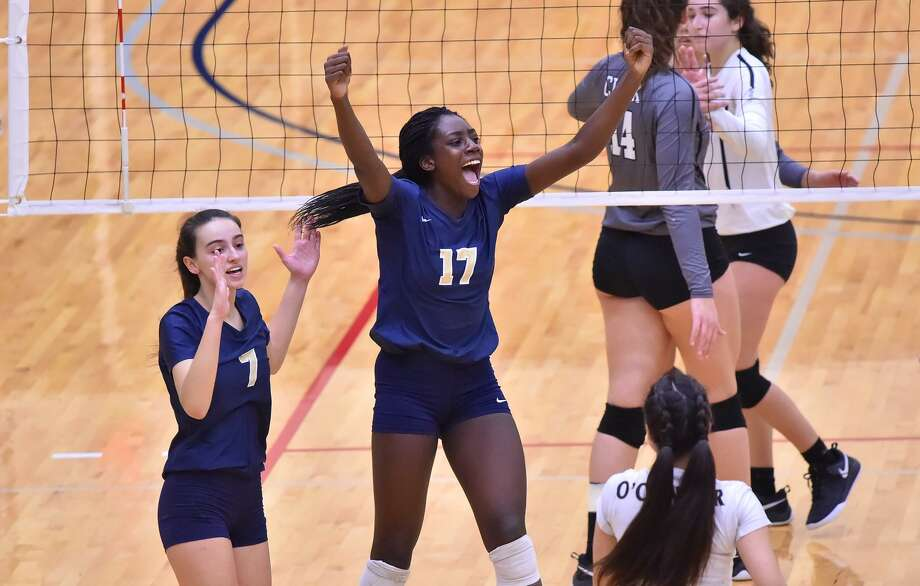O'Connor's Emmy Ogogor reacts to a point against Clark during their regional volleyball finals Saturday at the Alamo Convocation Center. Photo: Robin Jerstad /Contributor /San Antonio Express News / ROBERT JERSTAD