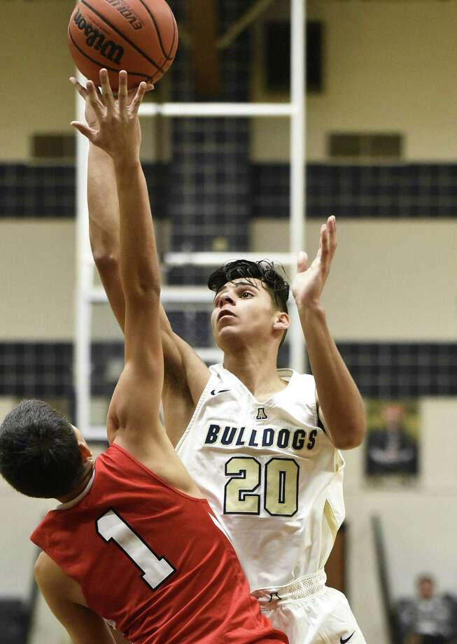 Jacob Rodriguez and Alexander stay perfect on the year as they go 2-0 during Day 2 of the La Joya Tournament. Photo: Danny Zaragoza /Laredo Morning Times / Laredo Morning Times