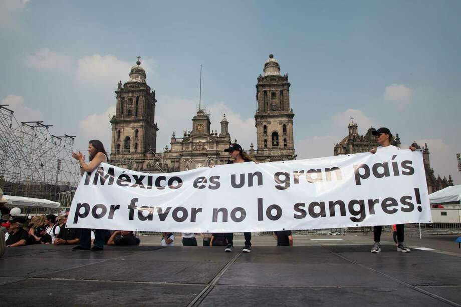 Thousands of people protest in Mexico City in opposition to President-elect Andres Manuel Lopez Obrador's plans to cancel a new $13 billion airport for the capital, Sunday Nov. 11, 2018. Photo: Claudio Cruz, AP / Copyright 2018 The Associated Press. All rights reserved.