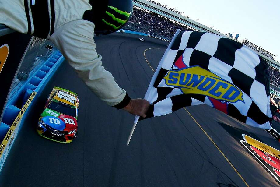 Kyle Busch takes the checkered flag in Phoenix and makes him one of the favorites for the NASCAR Cup Series title next week in Miami. Photo: Sarah Crabill / Getty Images