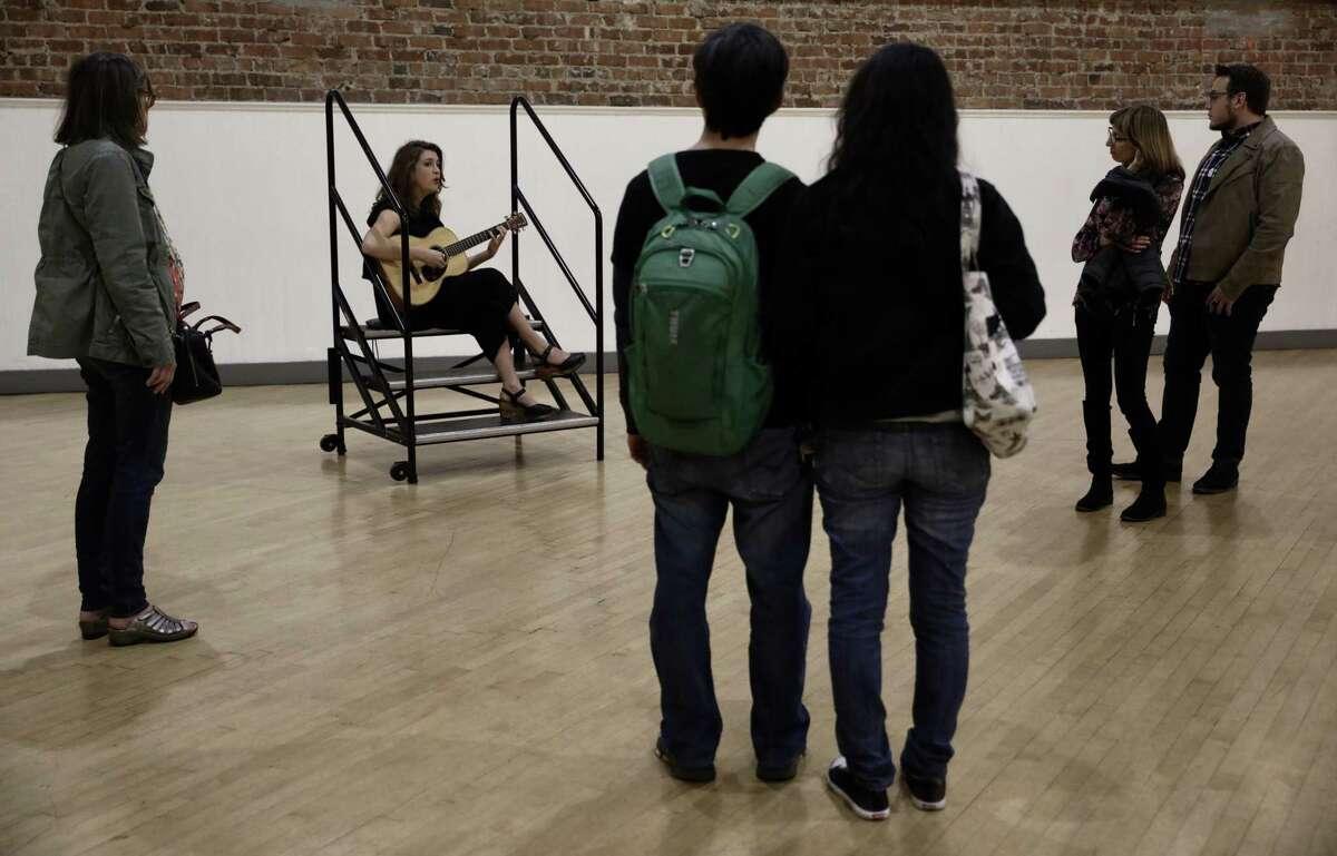 Viewers watch Kendra McKinley perform