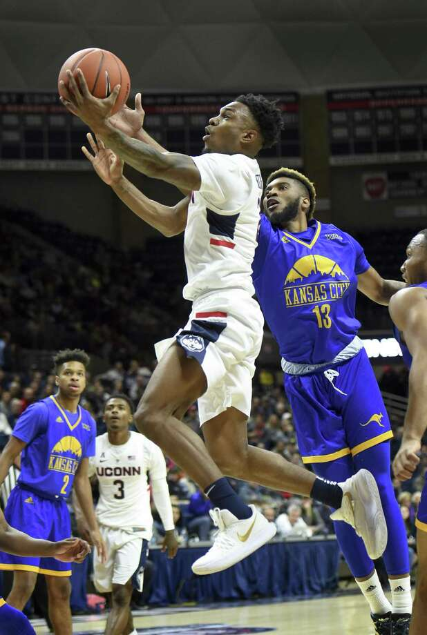 Tarin Smith pops off bench to help fuel UConn men's romp ...