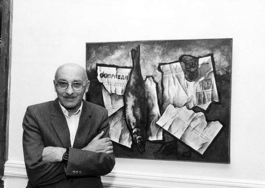 FILE -- Oskar Rabin, a Soviet dissident artist, at the CASE Museum of Russian Contemporary Art, where some of his paintings were on exhibit, in Jersey City, N.J., Oct. 19, 1984. Rabin, a painter who was at the center of a group of dissident artists who defied the Soviet authorities in the 1960s and ?'70s, died on Nov. 7, 2018, in Florence, Italy. He was 90. (Ruby Washington/The New York Times)