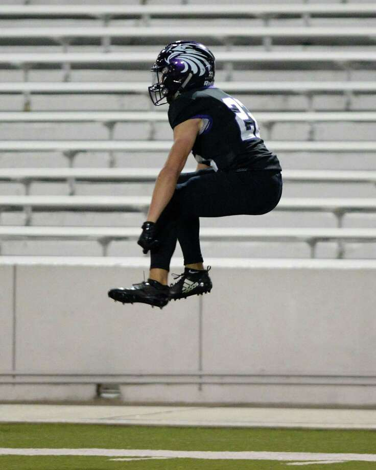 Victor Garza (22) of Kinkaid celebrates a touchdown reception in the final seconds of the second quarter of the SPC Class 4A Championship football game between the Episcopal Knights and the Kinkaid Falcons on Saturday, November 10, 2018 at Delmar Stadium, Houston, TX. Photo: Craig Moseley, Houston Chronicle / Staff Photographer / ©2018 Houston Chronicle