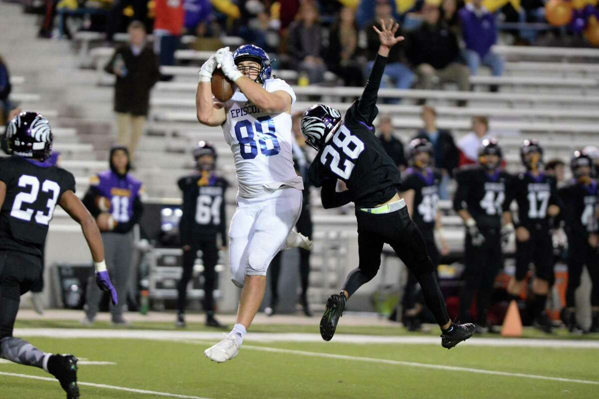 Patrick Bayouth (88) of Episcopal makes a reception in the second quarter of the SPC Class 4A Championship football game between the Episcopal Knights and the Kinkaid Falcons on Saturday, November 10, 2018 at Delmar Stadium, Houston, TX.