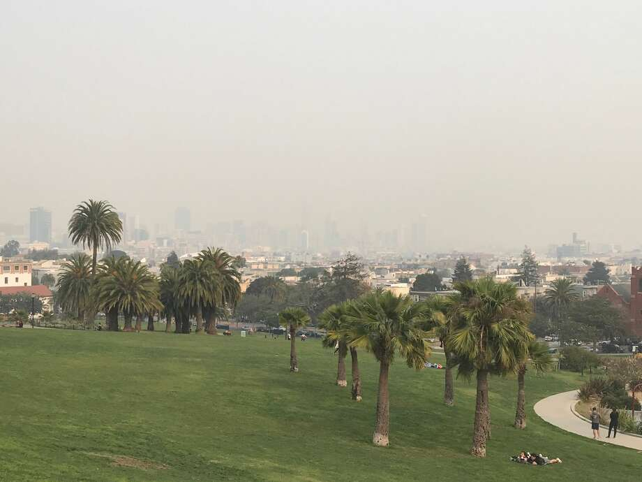 Dolores Park is empty on Nov. 11, 2018, as smoke from the Camp Fire pours into San Francisco. Photo: Chris McGinnis