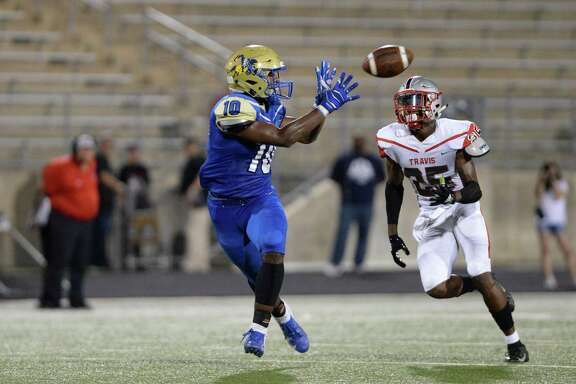 Issiah Nixon (10) of Elkins makes a touchdown reception in the second quarter of a high school football game between the Elkins Knights and the Travis Tigers on Thursday, September 27, 2018 at Hall Stadium, Missouri City, TX.