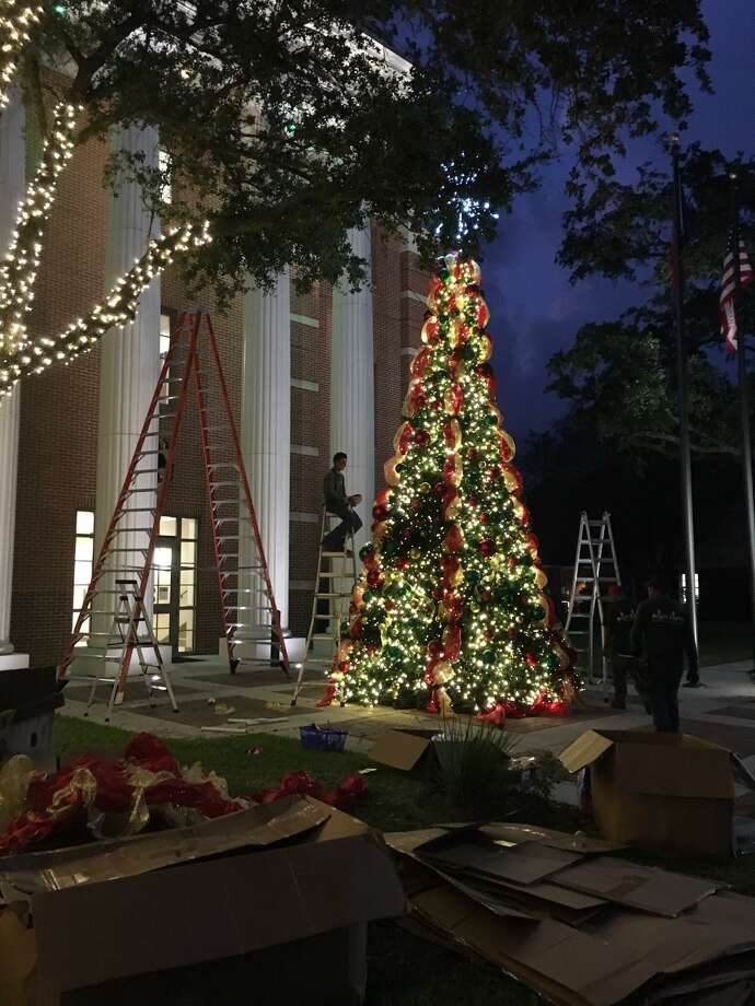 Contractors were decorating the east side of Katy City Hall, 901 Ave. C, on Nov. 7 for the holidays. Photo: Karen Zurawski / Karen Zurawski