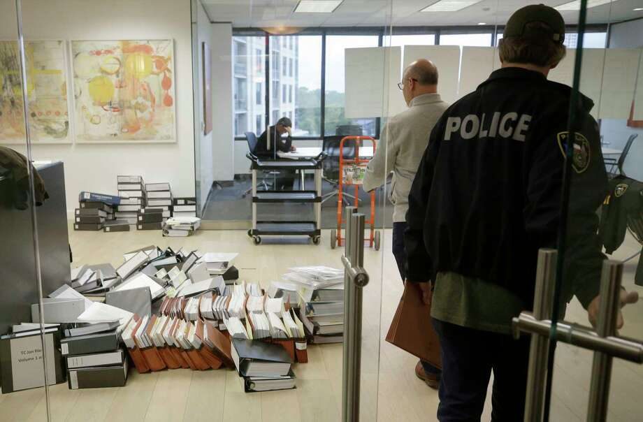 Police Investigator with the Harris County District Attorney's Office are shown loading files after serving a search warrant at the Woodfill Law Firm, 3 Riverway #750, Monday, Nov. 12, 2018, in Houston. The founding partner is Jared Woodfill. Photo: Melissa Phillip, Staff Photographer / © 2018 Houston Chronicle