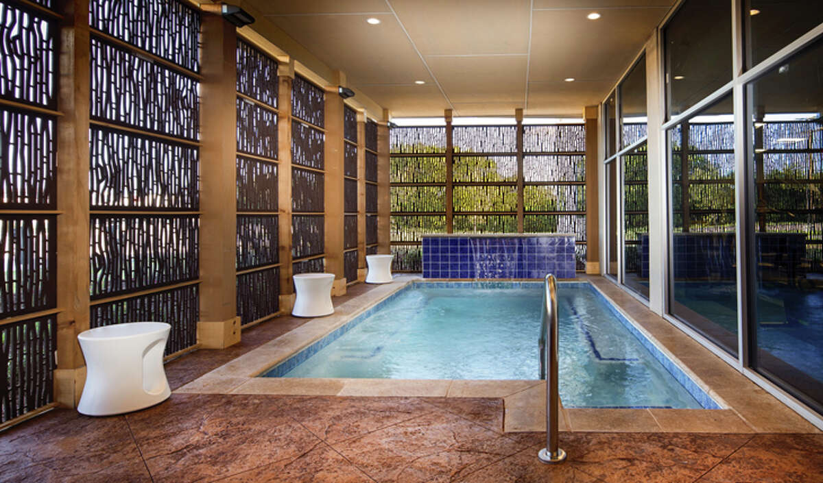 This brand new Best Western GLo hotel near Dallas, TX comes with a gorgeous, tranquil tub and spa space