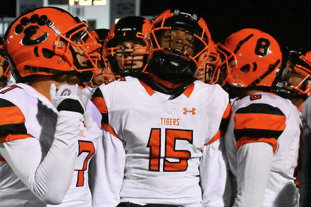 Edwardsville's Jordan Lewis, center, gets fired up before the start of Saturday's quarterfinal game at Lincoln-Way East.