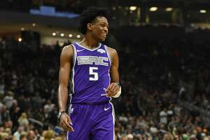 MILWAUKEE, WI - NOVEMBER 04:  De'Aaron Fox #5 of the Sacramento Kings reacts to an officials call during a game against the Milwaukee Bucks at the Fiserv Forum on November 4, 2018 in Milwaukee, Wisconsin. NOTE TO USER: User expressly acknowledges and agrees that, by downloading and or using this photograph, User is consenting to the terms and conditions of the Getty Images License Agreement.  (Photo by Stacy Revere/Getty Images)