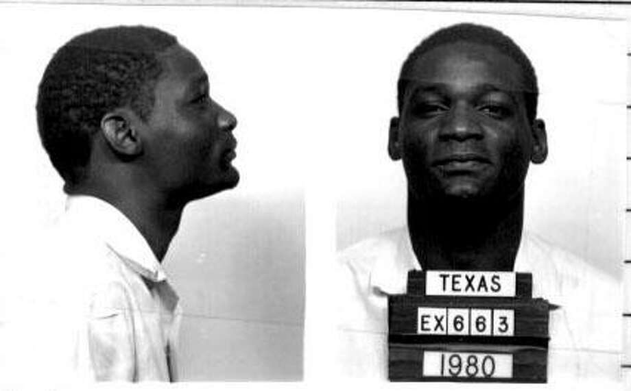 PAGE 1 SUNDAY: Bobby Moore, DEATH ROW INMATE 7/24/80 TDC FILE. HOUCHRON CAPTION (04/08/2001): MOORE.