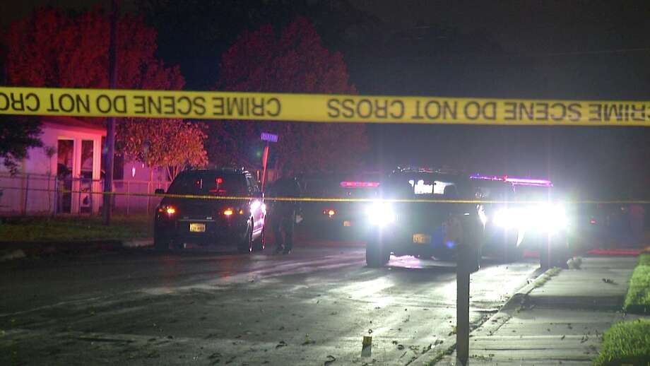 A man was shot to death in a vehicle Monday, Nov. 12, 2018, on the South Side in front of his girlfriend, who unsuccessfully tried to drive him to a hospital before he died, police said. Photo: Ken Branca