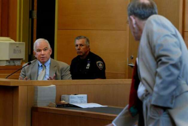Defense witness Richard Hanft, left, is questioned by Terence Kindlon during the proceedings on Tuesday August 8, 2006. Photo: Michael P. Farrell