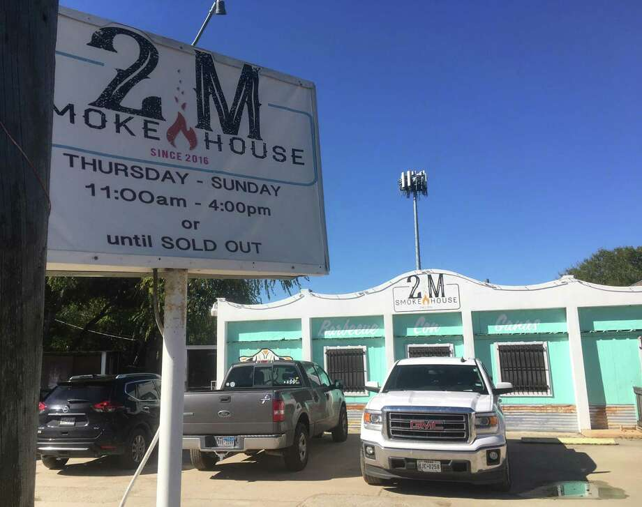 """2M Smokehouse has been in business since 2016 and is located at 2731 S. W.W. White Road. It's one of two San Antonio barbecue destinations mentioned in """"Texas BBQ, Small Town to Downtown"""" by Wyatt McSpadden (University of Texas Press, $39.95). Photo: Chuck Blount /Staff"""