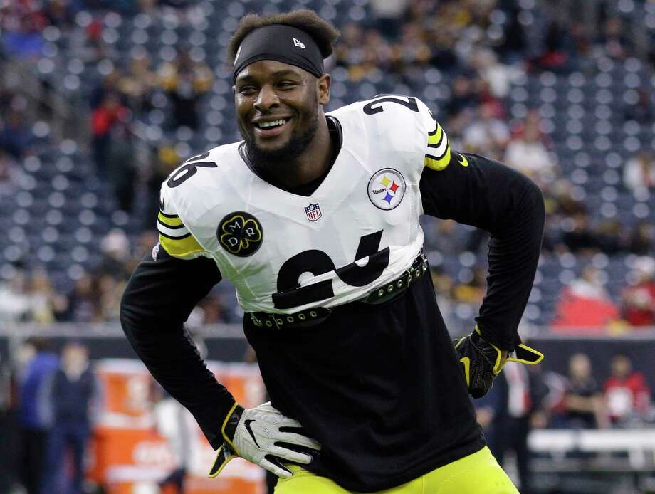 FILE - In this Dec. 25, 2017, file photo, Pittsburgh Steelers running back Le'Veon Bell (26) warms up before an NFL football game against the Houston Texans, in Houston. The Le'Veon Bell watch is almost over for the Steelers. The star running back has until 4 p.m. on Tuesday, Nov. 13, 2018, afternoon to sign his one-year franchise tender and be eligible to play this season. Photo: Michael Wyke, AP / Michael Wyke 2017 918-282-3233 www.michaelwyke.com