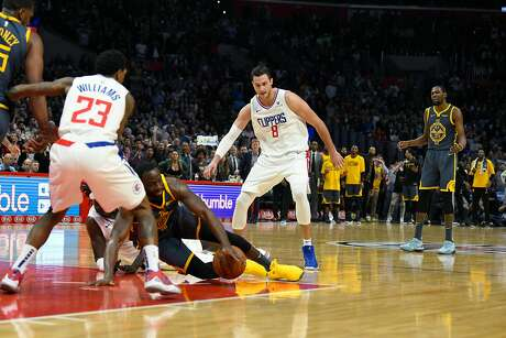Draymond Green #23 of the Golden State Warriors loses control of the ball in the final seconds of the fourth quarter as Kevin Durant #35 of the Warriors reacts during the game against the Los Angeles Clippers on November 12, 2018 at STAPLES Center in Los Angeles, California. Photo: Robert Laberge / Getty Images