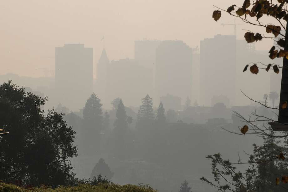 Smoke blankets Oakland on Monday, Nov. 12, 2018, in Oakland, Calif. Photo: Paul Kuroda / Special To The Chronicle