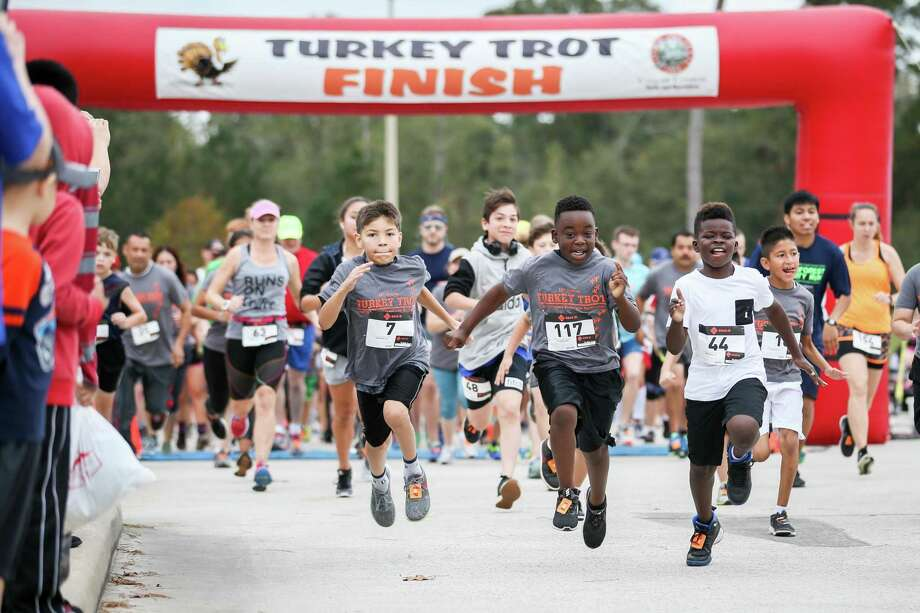 Participants in the Turkey Trot event take off from the starting line on Friday, Nov. 17, 2017, at Carl Barton Jr. Park. Photo: Michael Minasi, Staff Photographer / Houston Chronicle / © 2017 Houston Chronicle