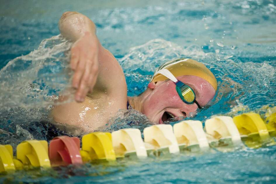 Chelsea Fenton works on her freestyle stroke during the Dow High School girls' swim team's practice session on Tuesday, Nov. 13, 2018 at the school. (Katy Kildee/kkildee@mdn.net)