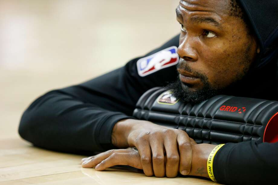 Golden State Warriors forward Kevin Durant (35) stretches before an NBA game against the Brooklyn Nets at Oracle Arena on Saturday, Nov. 10, 2018, in Oakland, Calif. Photo: Santiago Mejia, The Chronicle