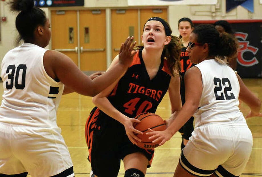 Edwardsville's Katelynne Roberts drives between two defenders on her way to the basket in the second half. Photo: Matt Kamp/Intelligencer