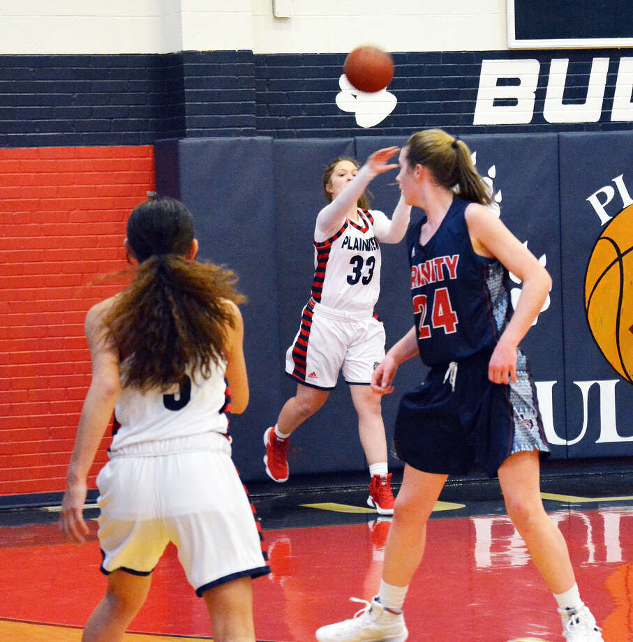 Plainview Lady Bulldog sophomore power forward Kylie Bennett inbounds a pass during the team's non-district basketball game against Trinity Christian on Tuesday in Plainview. The Lady Lions won, 53-51 Photo: Alexis Cubit/Plainview Herald