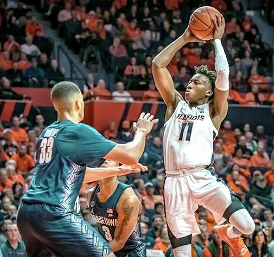 Ayo Dosunmu of Illinois (11) takes a shot against Trey Mourning (33) of Georgetown Tuesday night in Champaign. Dosunmu scored 25 points in his team's 88-80 loss. Photo: Illinois Athletics