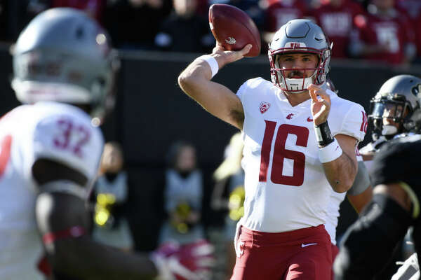 BOULDER, CO - NOVEMBER 10: Washington State Cougars quarterback Gardner Minshew (16) throws to Washington State Cougars running back James Williams (32) against the Colorado Buffaloes in first the quarter at Folsom Field November 10, 2018. (Photo by Andy Cross/The Denver Post via Getty Images)