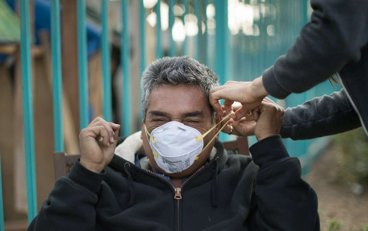 Ways to keep yourself safe from the smoke Bay Area air quality is still dangerous. Your best bet is to stay inside and avoid activity or exercise outside. Those with health issues such as asthma or heart disease, or who are elderly, or pregnant should especially be aware of smoke exposure.  PHOTO: Whitney Moses shows Juan Rodriguez how to custom fit a smoke mask at a homeless encampment near Home Depot at Alameda Ave and High Street on Monday, Nov. 12, 2018, in Oakland, Calif.