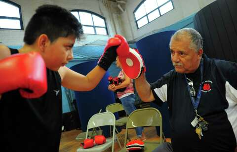 Put your dukes up: Ansonia mayor's youth boxing event
