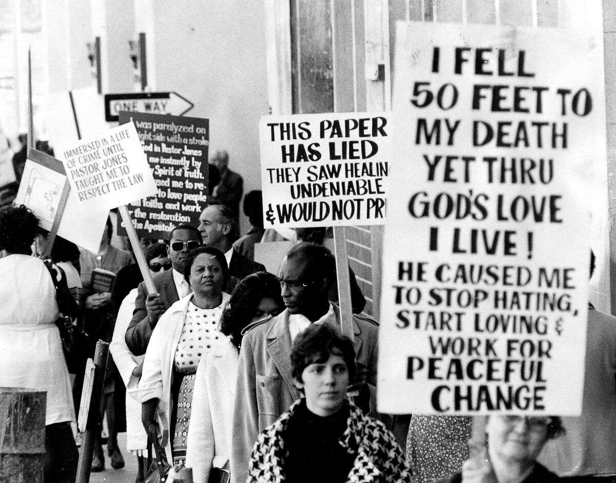 Peoples Temple. Rev. Jim Jones. Demonstrators picketing the Examiner & Chronicle. Dave Randolph, staff photographer Dated 9/29/1972
