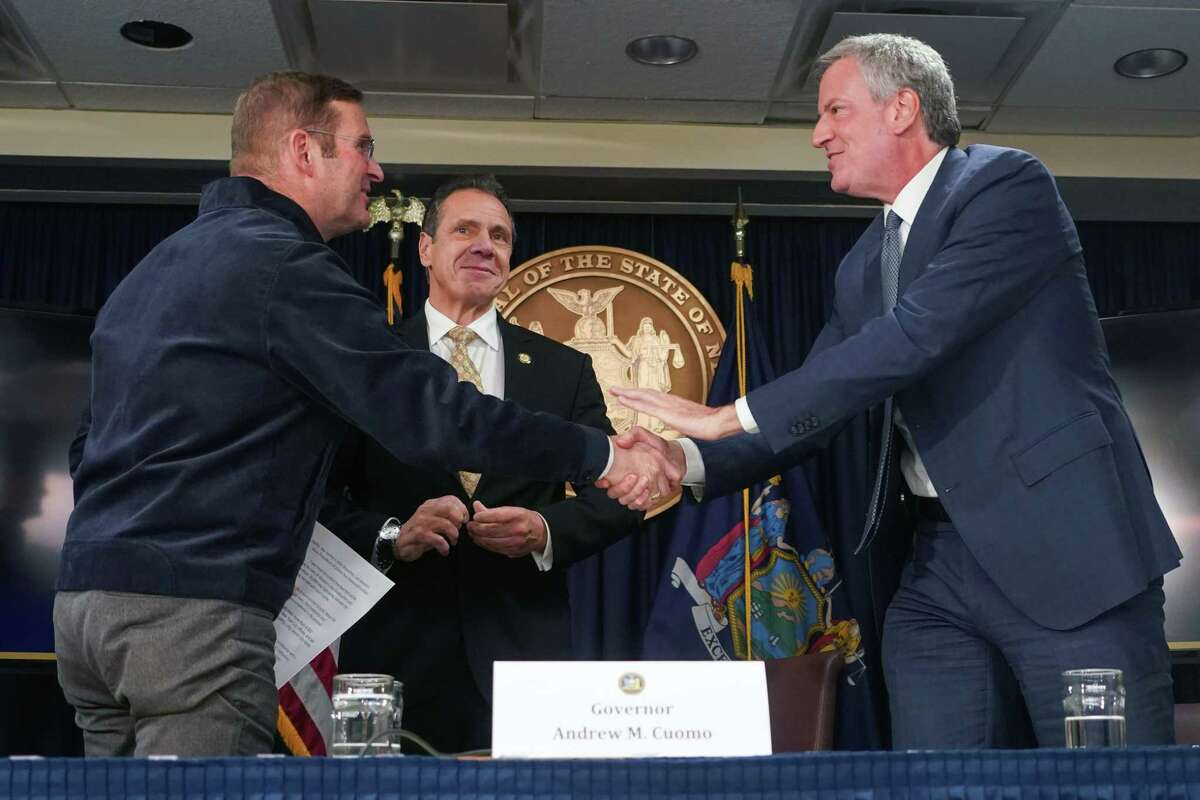 From left: John Schoettler, Amazon's vice president for global real estate and facilities; Gov. Andrew Cuomo; and Mayor Bill de Blasio are all smiles at a news conference in New York on Tuesday, Nov. 13, 2018. Amazon laid out its plans for two of the biggest economic development projects in the country on Tuesday, announcing that it will put major corporate outposts in New York City and Arlington, Va. (Chang W. Lee/The New York Times)