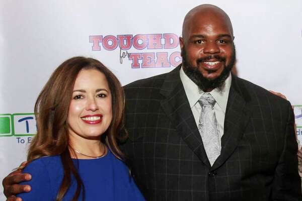 EMBARGOED FOR REPORTER UNTIL NOV. 14 Nory Angel, from left, Vince Wilfork, Susan Sarofim and Scott McClelland at the Touchdown for TEACH dinner at River Oaks Country Club.