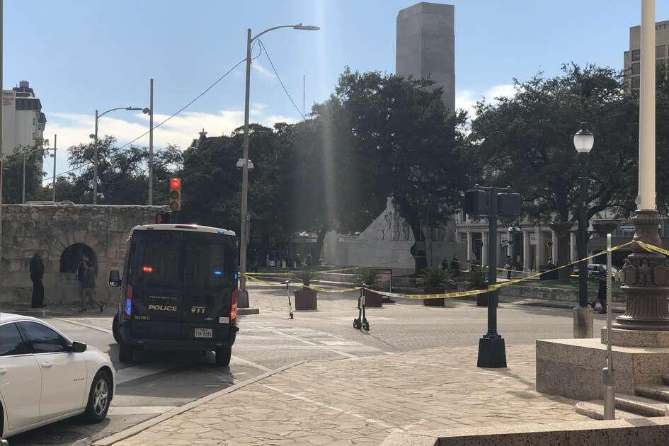 San Antonio police are responding to an apparent bomb threat at Alamo Plaza.