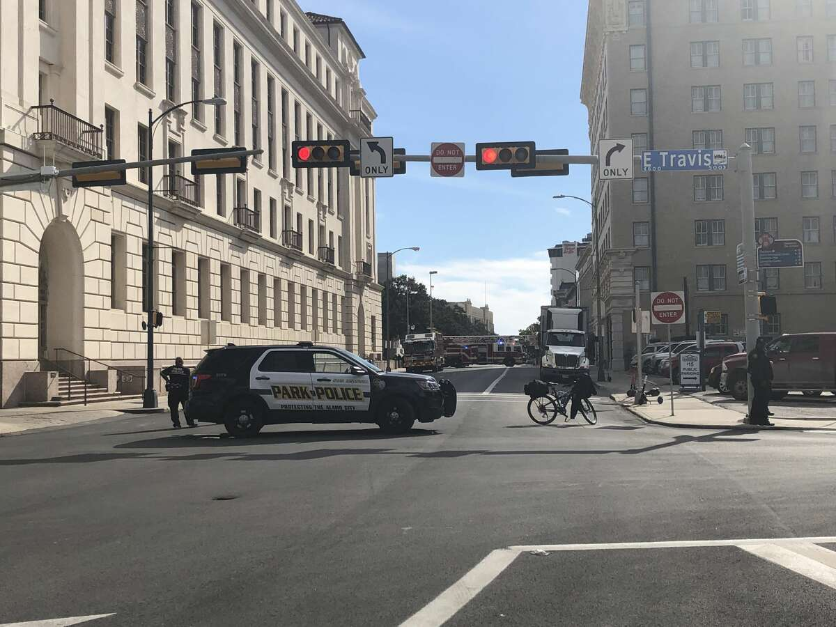 San Antonio police are responding to an apparent bomb threat at Alamo Plaza.