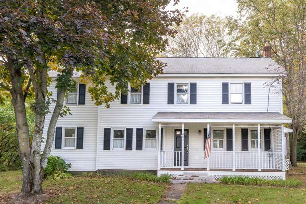 House of the Week: 892 Main St., Clifton Park | Realtor: Lauri Morrissey of Howard Hanna Real Estate Services | Discuss: Talk about this house