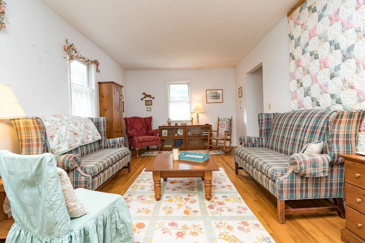 House of the Week: 892 Main St., Clifton Park   Realtor: Lauri Morrissey of Howard Hanna Real Estate Services   Discuss: Talk about this house