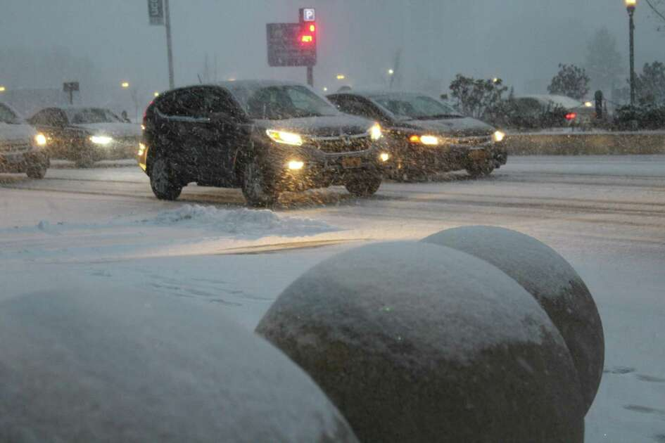 Snow began accumulating outside of Trump Parc on Washington Boulevard as the first storm of the season snarled traffic and caused accidents in the city on Thursday, Nov. 15, 2018.