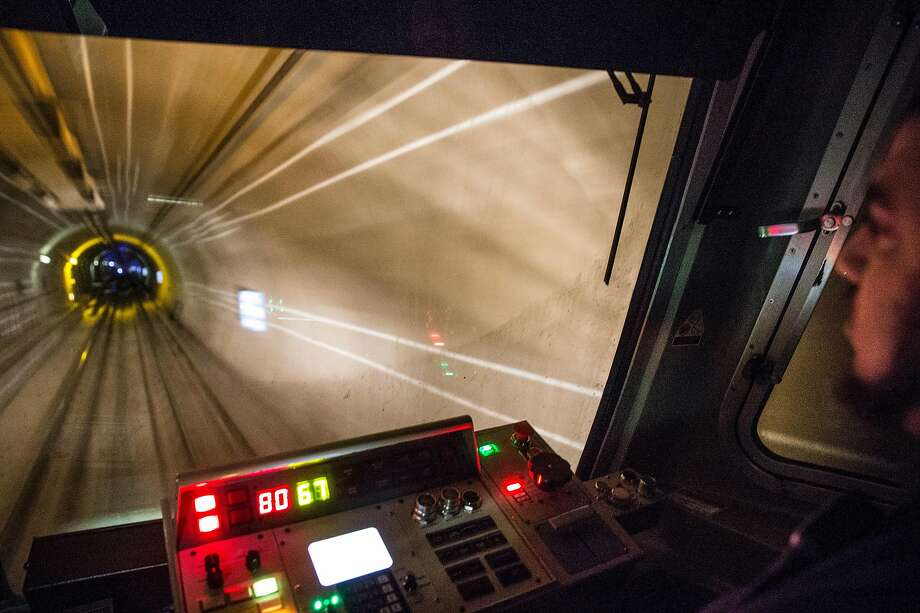 A Bart train moves through the Transbay Tube from Oakland to San Francisco, Calif. Friday, Sept. 14, 2018. Photo: Jessica Christian / The Chronicle 2018