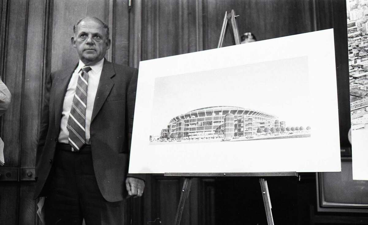 Aug. 5, 1987: Bob Lurie shows off a new downtown San Francisco stadium design at a press conference with Dianne Feinstein.