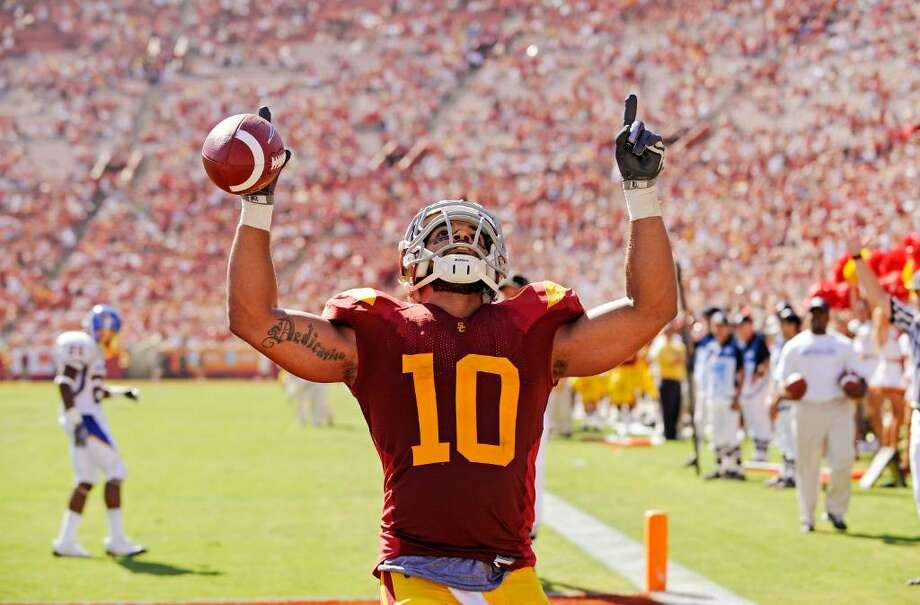 LOS ANGELES, CA - SEPTEMBER 05:  D.J. Shoemate #10 of the USC Trojans celebrates after scoring a touchdown against the San Jose State Spartans during the fourth quarter at Los Angeles Memorial Coliseum on September 5, 2009 in Los Angeles, California. USC won 56-3.  (Photo by Kevork Djansezian/Getty Images) *** Local Caption *** D.J. Shoemate Photo: Kevork Djansezian, Getty Images / 2009 Getty Images