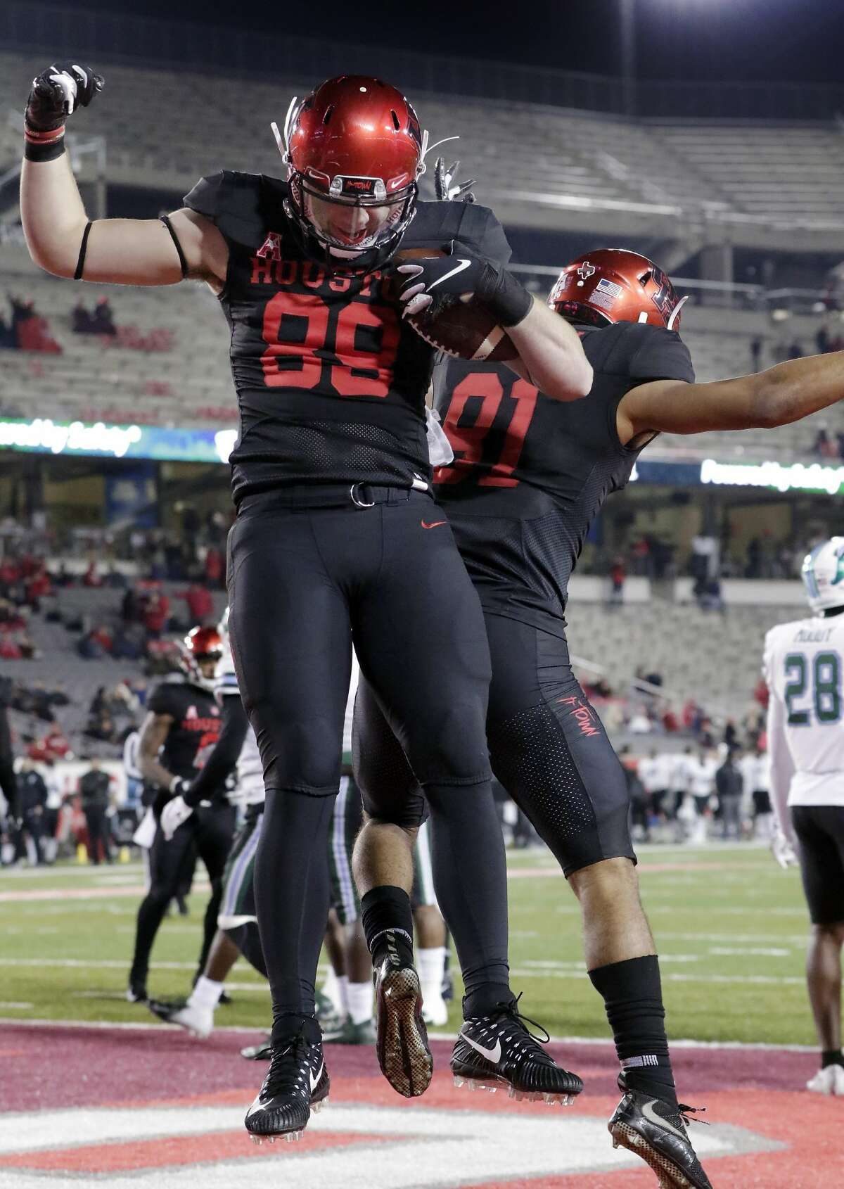 Houston tight end Parker Eichenberger (89) celebrates his touchdown with defensive end Tahj Brown (91) during the second half of their football game against Tulane Thursday, Nov. 15, 2018 in Houston, TX.