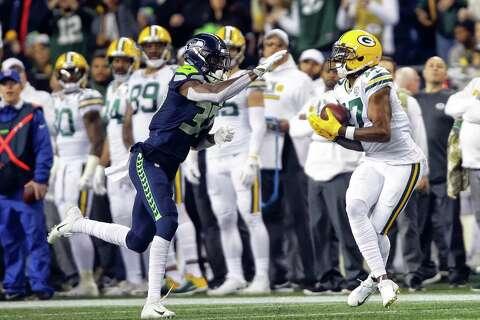 Seahawks corner back Tre Flowers (37) defends as Packers wide receiver Davante Adams makes
