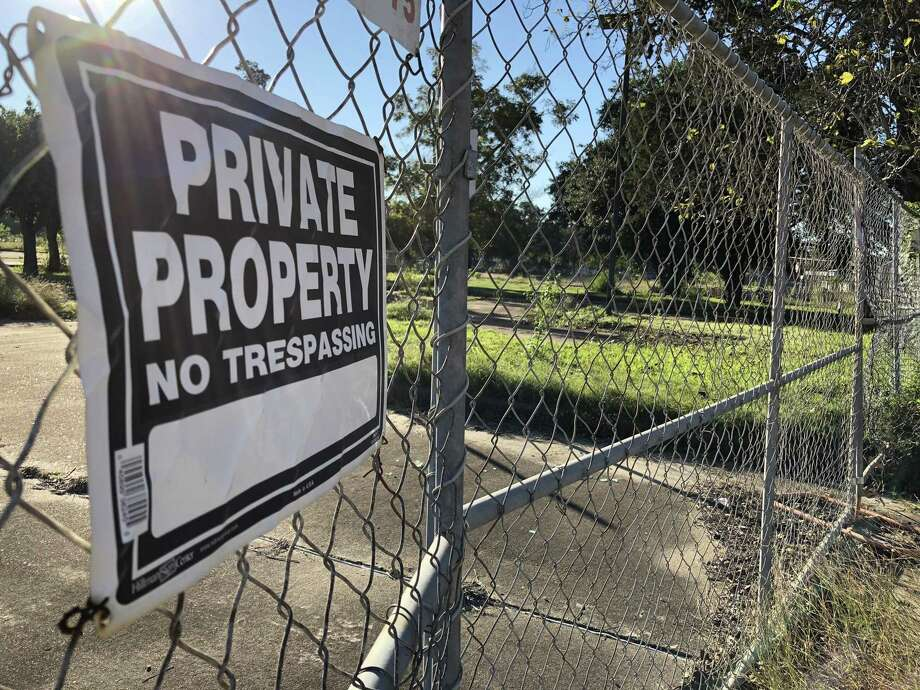 A national apartment developer has purchased the former Spring Branch Medical Center property on Long Point in Spring Branch, an area in the midst of change as new housing, restaurants and bars move in. Photo: Nancy Sarnoff / Houston Chronicle
